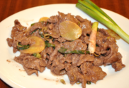 stir fry beef with ginger and spring onion