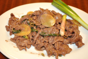 Beef stir fry with ginger and scallion