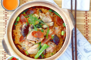 Chicken rice in clay pot image