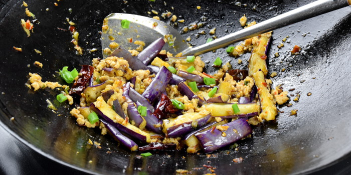 Eggplant with garlic sauce – How to cook in 4 easy steps