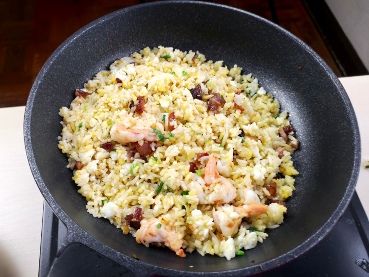 fry rice with frying pan