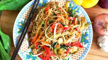 Chow mien 炒面 recipe, the classic American-Chinese version of Chinese fried noodles. Prepare with cast iron wok and the special chow mein sauce.