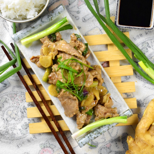 Beef stir-fry with ginger and scallion