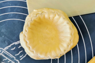 How to trim the excess pastry for egg tart