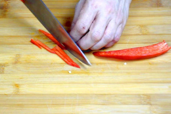 how to cut red chili