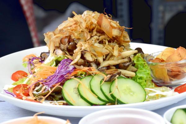 Japanese salad with mushroom