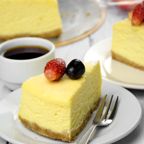 Japanese cheesecake with fruit square