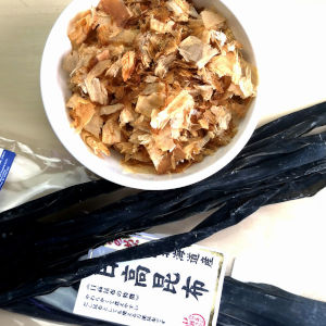 ingredients for dashi - kombu and katsusbushi