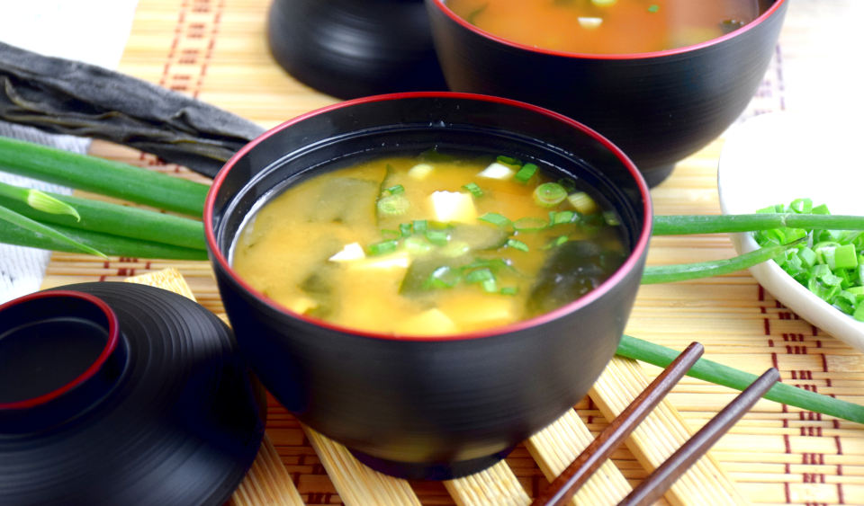 Best Japanese miso soup recipe. Make this Japanese soup with only six miso soup recipe ingredients.