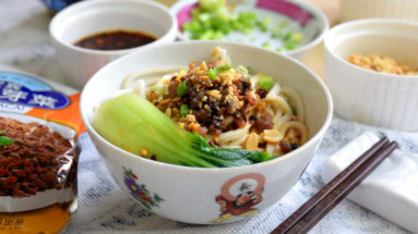 Dan dan noodles (担担面) is the Sichuan street food famous due to its mouth-numbing and spiciness taste. Try this dan dan noodles recipe Sichuan style. It gives you a detail explanation of each step and a video demonstration.