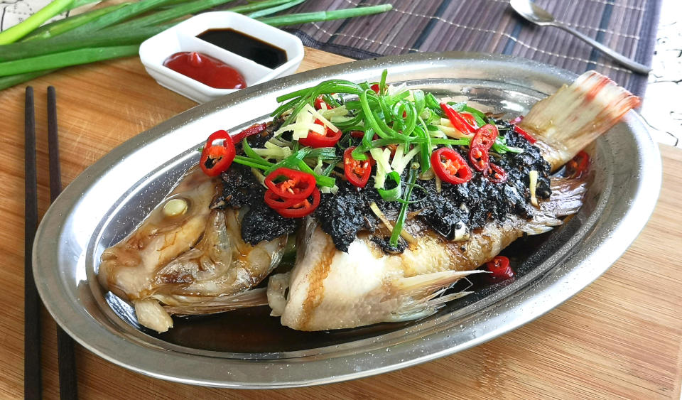 Fish with black bean sauce – How to steam in the traditional way