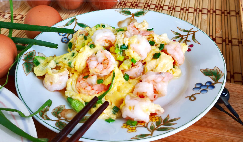 Shrimp with eggs scramble -How to make a perfect dish with 2 trade secrets