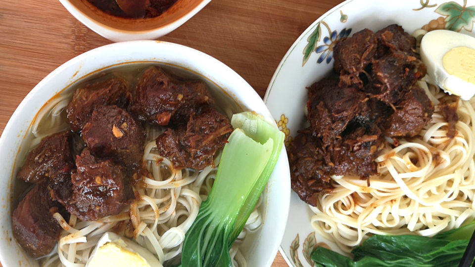 Taiwanese beef noodle soup featured image