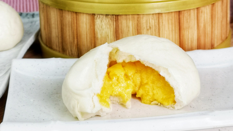 This Custard bao is called Liu Sha Bao 流沙包. The filling is a little sweet, creamy, and most noticeably the slightly salty, sandy and muddy texture of the mashed salted eggs yolk. The molten, lava-like filling is the character of this unique Cantonese dim sum.