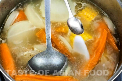 Chinese vegetable soup - season the soup