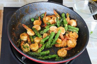 shrimp and asparagu stir fry add asparagus tips