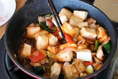 sweet and sour tofu - mix tofu