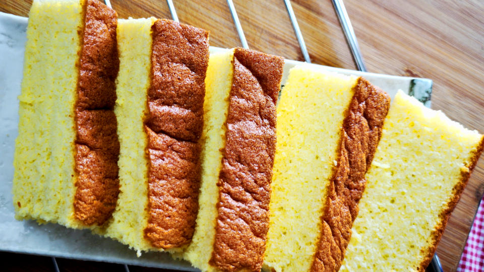 Castella (Kasutera カステラ) catches my attention when I realize that it is a cake made with bread flour. In this article, I want to show you my journey to develop my castella recipe, highlighting some mistakes I made, and offer the solutions.