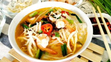 Ipoh shredded chicken noodles featured image