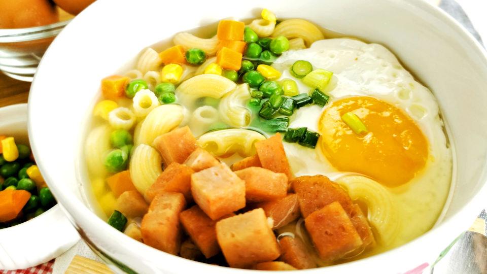 Macaroni Soup (Hong Kong style)