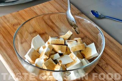 kung pao tofu - marinate tofu